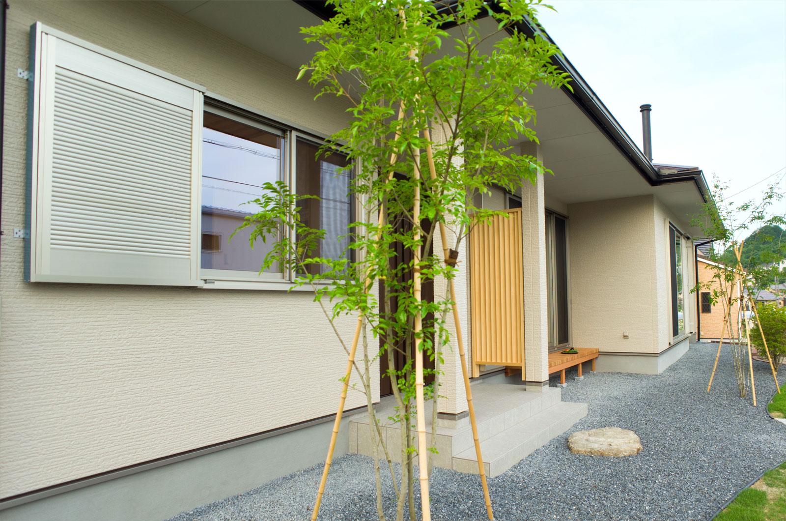 新しく植えられた庭木とともにこのおうちは成長していきます。