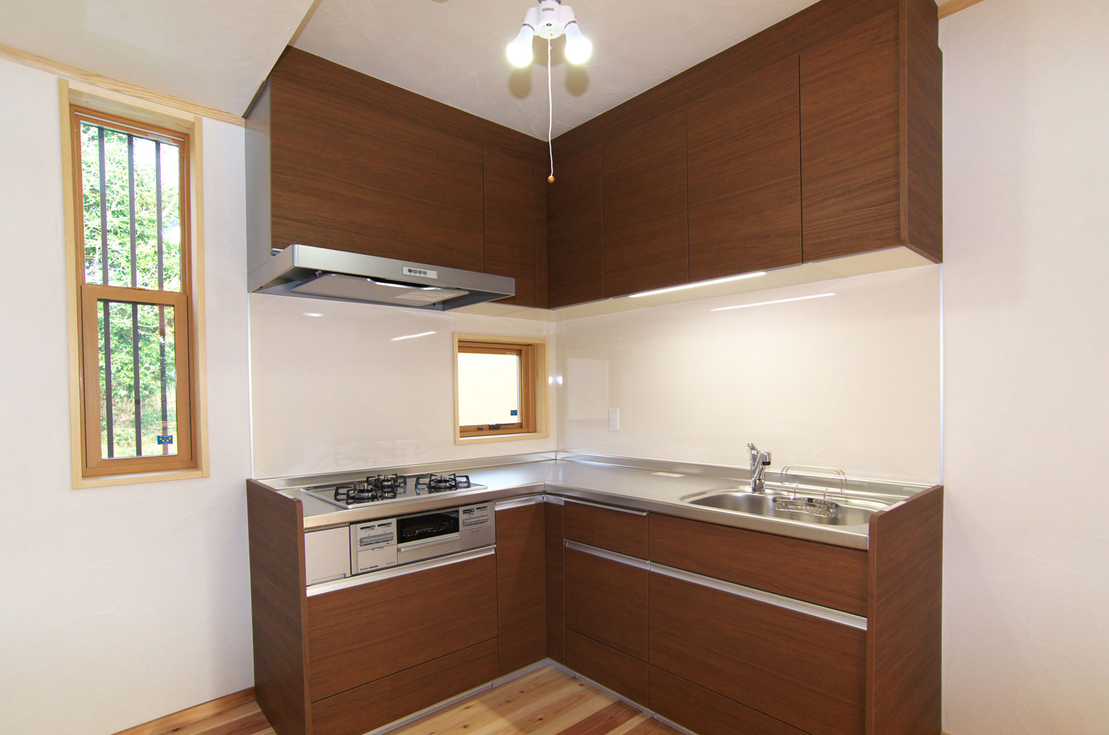 壁面に面したキッチンは、窓からの光を取り入れているので気持ちよくお料理できます。