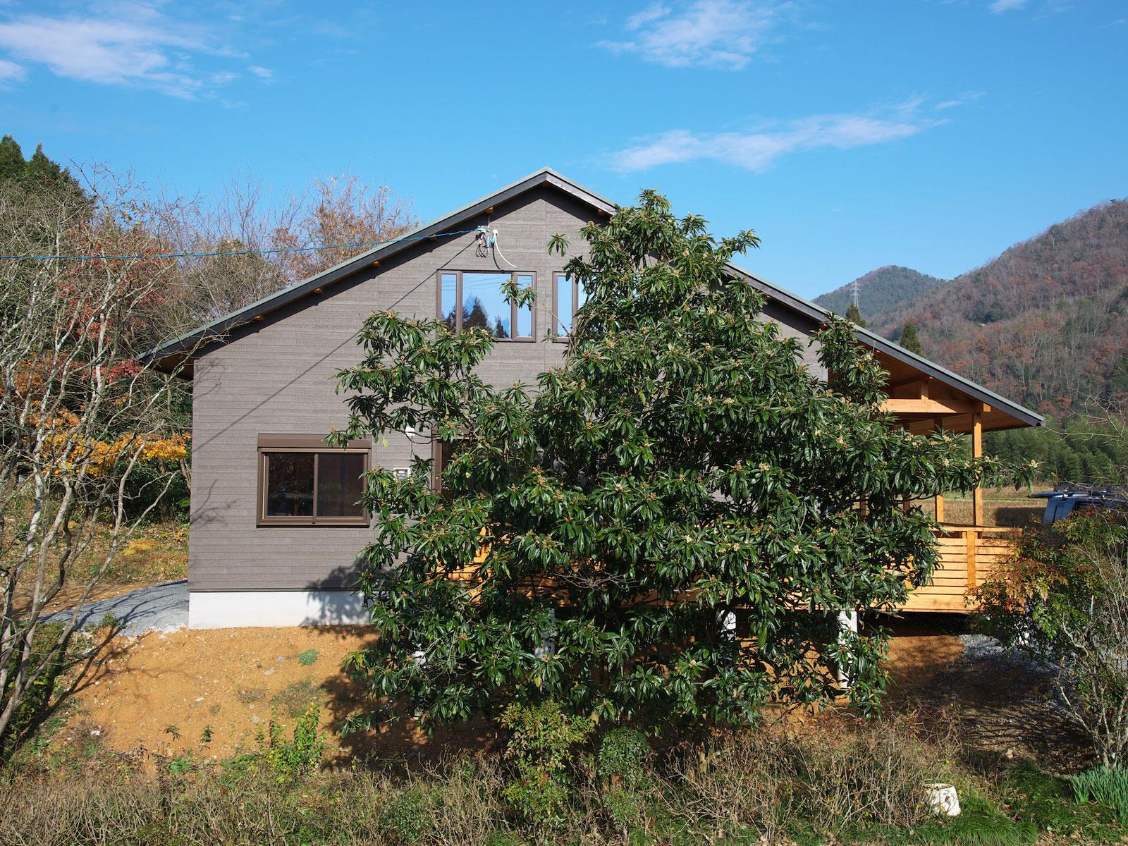 京丹波町「ウッドデッキのある森のなかの家」